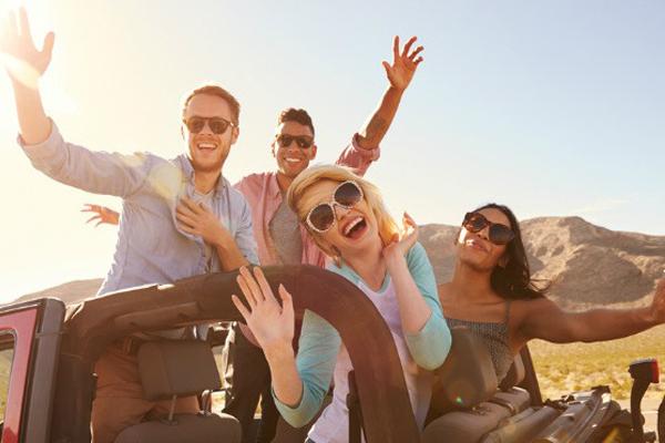 Lề hội đầu năm là dịp cao điểm của mùa thuê xe du lịch