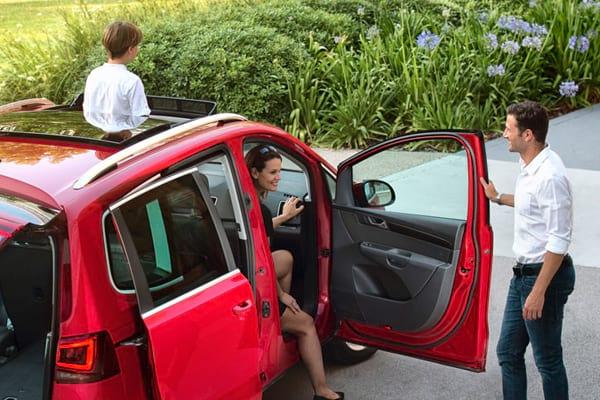 Thuê xe ô tô sẽ phù hợp với những gia đình ưu tiên số một là sự an toàn