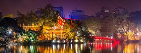 Vẻ đẹp rực rỡ của đền Ngọc Sơn về đêm