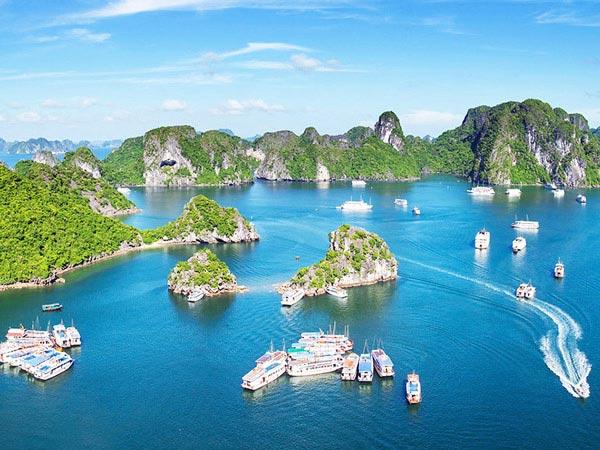 Vịnh Hạ Long là điểm du lịch hấp dẫn