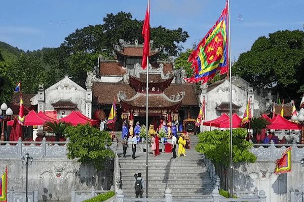 Đền Cửa Ông là ngôi đền linh thiêng ghi dấu những giá trị lịch sử, văn hóa xưa.