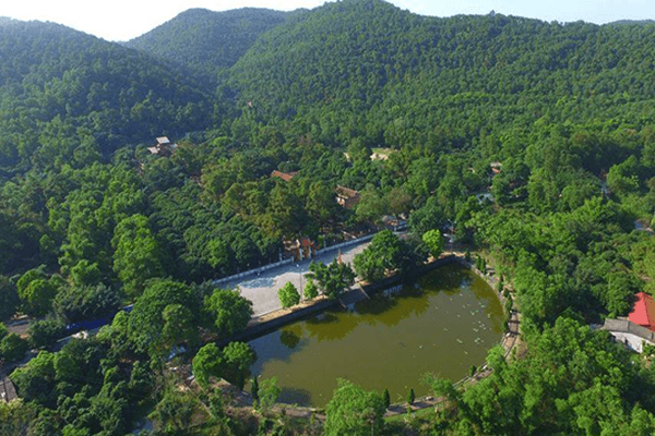 Khung cảnh khu di tích lịch sử Côn Sơn – Kiếp Bạc