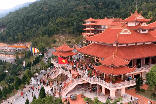 Chùa Cái Bầu - Địa điểm tâm linh tuyệt đẹp của tỉnh Quảng Ninh
