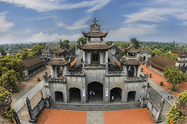 Ngôi thánh đường cổ kính hơn 100 năm tuổi được xây dựng trong suốt 30 năm