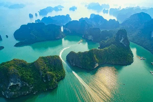 Vinh Hạ Long - điểm tham quan tự nhiên nổi tiếng của Đông Nam Á