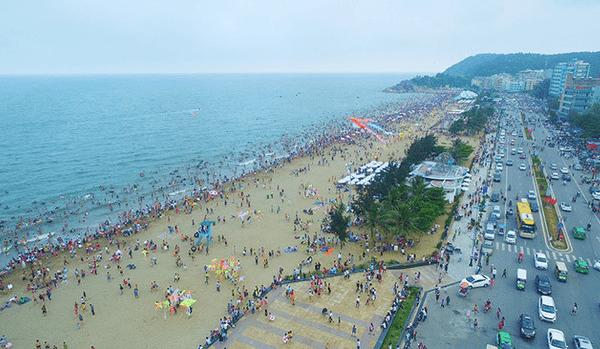 Toàn cảnh khu du lịch biển Sầm Sơn. Ảnh st
