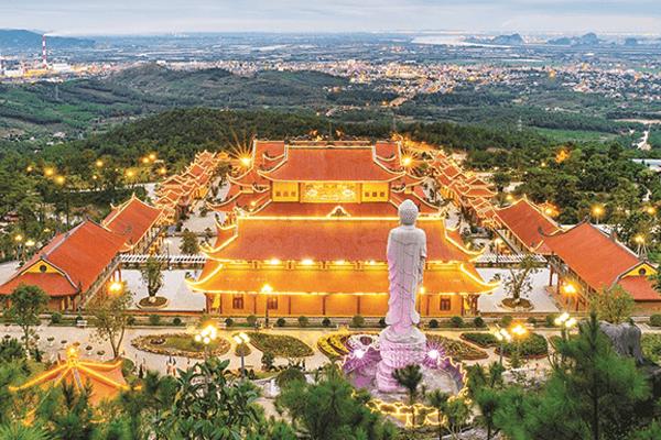 Ngôi chùa trên núi có chính điện lớn nhất Đông Dương