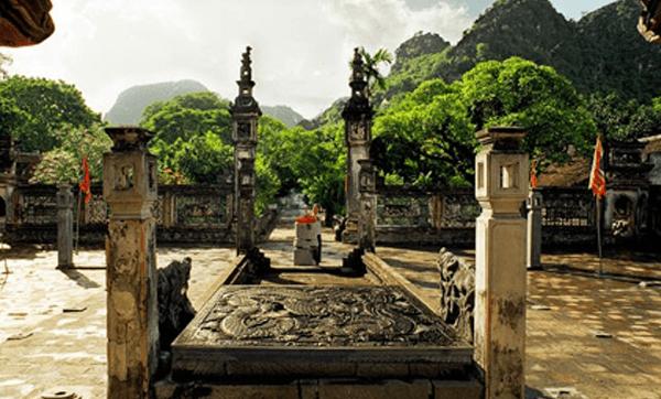 Sập đá chạm rồng - bảo vật quốc gia Việt Nam