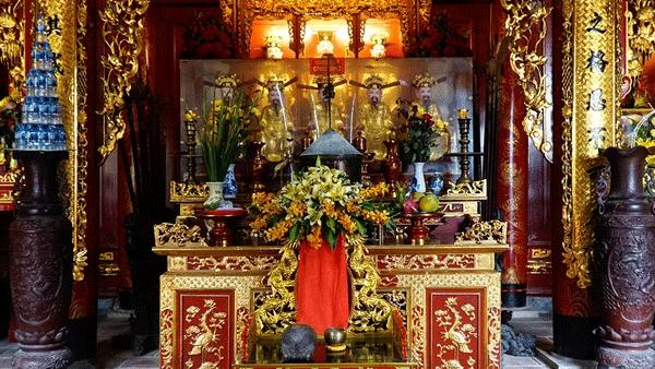 điện thờ của đền Ông Hoàng Mười. Ảnh st