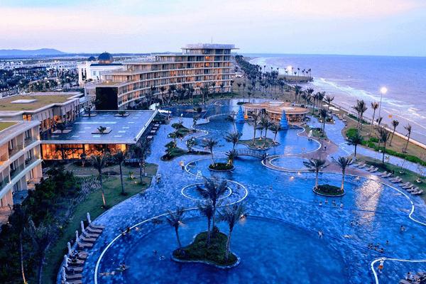 Khu bể bơi nước mặn tại FLC Luxury Hotel Sam Son