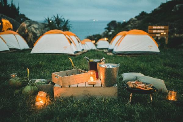 Cắm trại lại là lựa chọn nhiều nhất