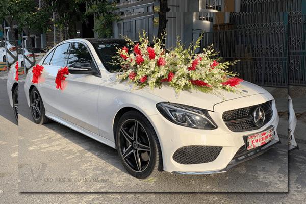 Mẫu xe cưới, xe hoa đẹp được nhiều bạn rẻ ưa thích