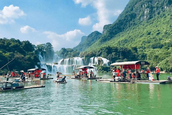 Sông Quây Sơn mùa du lịch. Ảnh st