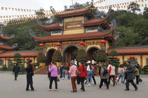 du lịch thăm quan chùa Ba Vàng
