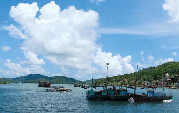 Ngọc Vừng ngày càng thu hút khách du lịch trong và ngoài nước