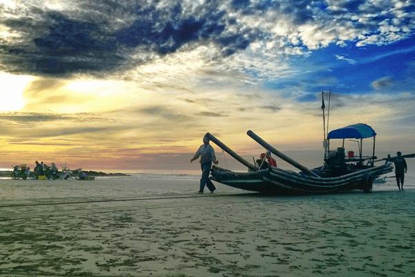 Sáng sớm là thời gian đẹp nhất của bãi biển Hải Hậu