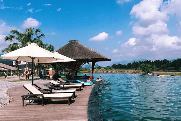resort tiêu chuẩn 4 sao với bể bơi ngoài trời đầy hấp dẫn