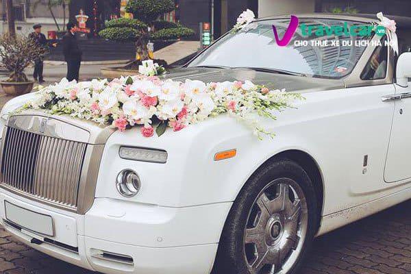 mẫu hoa giả trang trí xe hoa cưới đẹp
