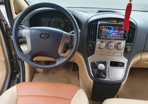 Khoang lái Hyundai Starex