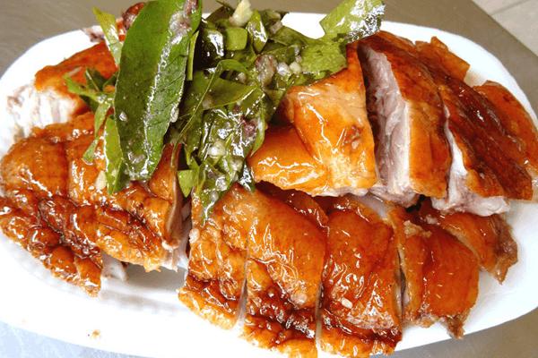 Vịt quay lá móc mật là món ngon có tiếng của dân xứ Lạng. Ảnh st