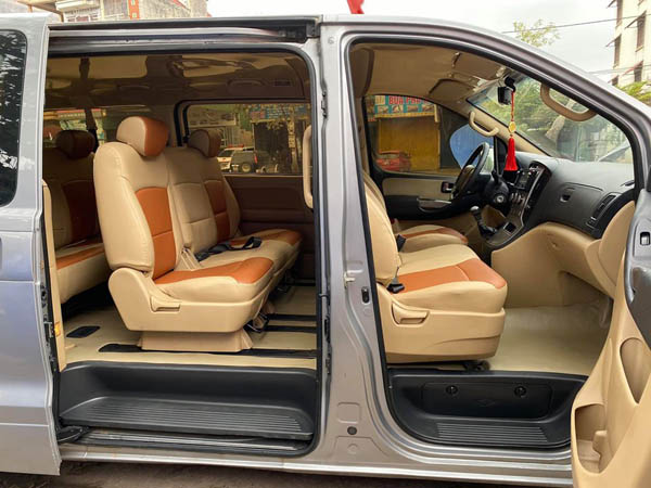 Cửa lên trước và sau Hyundai Starex