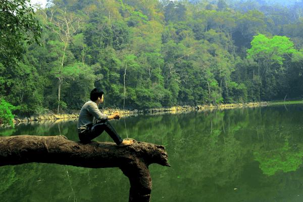 Ao Tiên bồng bềnh trên mặt nước trong xanh. Ảnh st