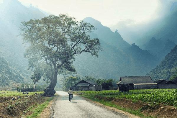 Khung cảnh bản làng và nét đẹp cuộc sống đồng bào người Dao