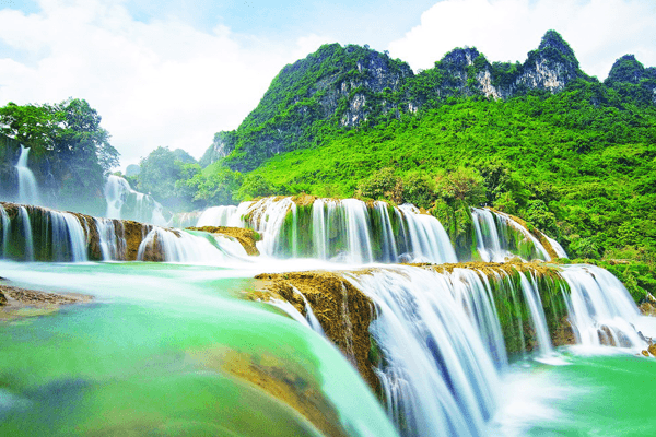 thác nước hùng vĩ nhất Đông Nam Á